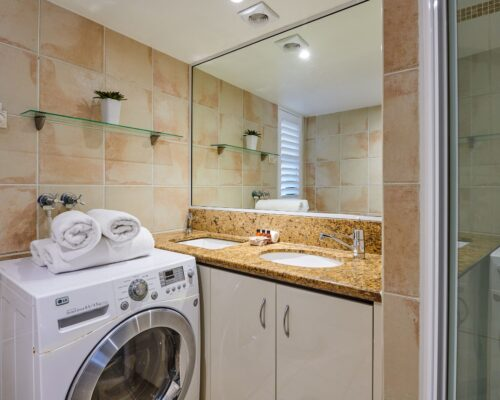 Julians-Byron-Bay-Holiday-Apartments-8 (11)